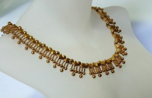 Vintage Monet gold tone necklace Egyptian revival style goudkleurig metalen collier ketting Egyptische stijl designer Amerika America 2.JPG