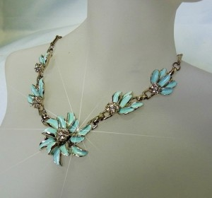 Vintage light blue mint flower necklace 1960s 1960s collier ketting licht blauw mint bloemen strass costume jewelry 7.JPG