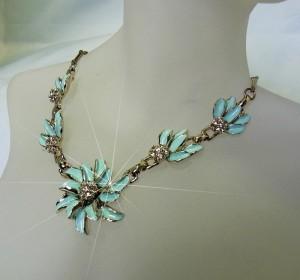 Vintage light blue mint flower necklace 1960s 1960s collier ketting licht blauw mint bloemen strass costume jewelry 7.JPG