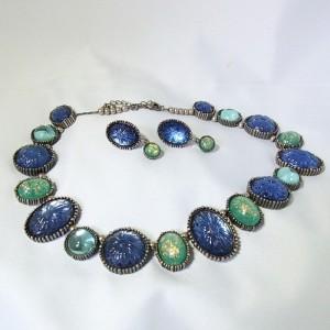 Avon Ombre vintage necklace set sieraden set molded glass speckled green blue cabochons glas relief blauw groene designer collier ketting clip oorbellen 3.JPG