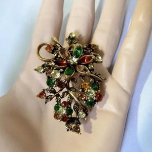 Coro Amerika grote broche goudkleur met veel strass rhinestones costume jewelry old designer  6.JPG
