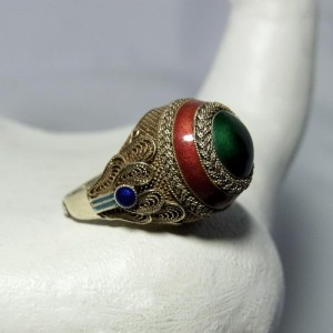Oude Chinese export zilveren vergulde ring met groene steen Old silver China gilded ring with enamel and a green stone 1a.JPG