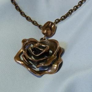 Scandinavische Scandinavian Finland bronzen brons bronze roos hanger ketting collier rose pendant necklace designer modernist vintage 1970s 70er jaren 5.JPG