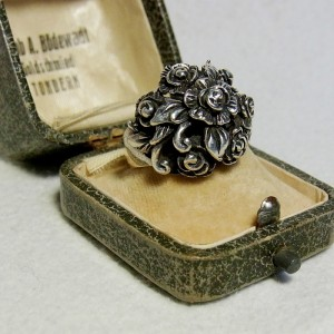 Roosring zilver zware heavy domed vintage old antwique sterling 925 silver ring with roses 3.JPG