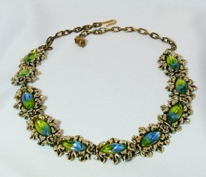 Vintage costume goldtone Art Deco blue green glass stone necklace b.JPG