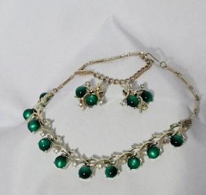 Coro Vintage Costume Green Groen Moonglow Thermoset Goldtone Goudkleurige demi parure necklace earrings oorbellen collier h.JPG