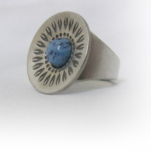 Jorgen Jensen Denemarken Denmark modernist pewter modernistische 60er jaren tinnen adjustable verstelbare ring met blauwe steen, no. 252 3.JPG