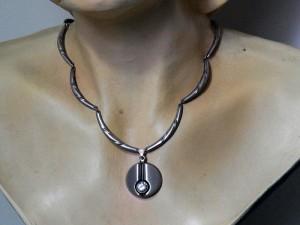 Finnfeelings Karl Laine Finland Finnland necklace pendant hanger kettingcollier vintage modernist zilveren 3.JPG