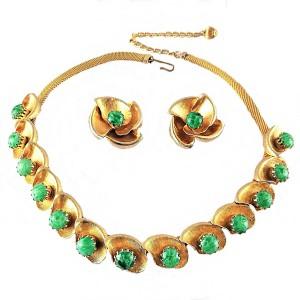 Green stone goltone gold plated vintage modernist costume sieraden set collier hanger clip oorbellen necklace earrings set 2.jpg