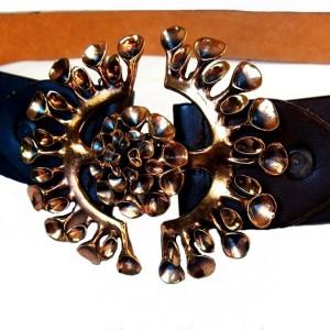Hannu Ikonen Finland Finse vintage modernist buckle leather belt leren riem gesp Reindeer Moss Rendiermos Bekertjesmos designer Scandinavian Scandinavische 5a.jpg