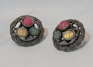 Big grote Vintage Costume Christian Dior Grosse clip oorbellen earrings met 3 verschillende kleuren stenen 1970 a.JPG