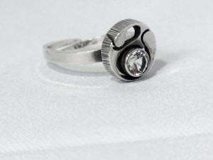 Karl Laine Finnfeelings Sten Finland 925 zilveren silver adjustable verstelbare ring  bergkristal Modernist F8 1983 1.JPG