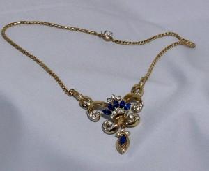 Coro vintage costume goldtone metal rhinestones blue necklace 1960s sixties 60s 60er collier ketting goudkleurig metaal blauwe heldere d.JPG