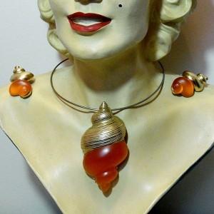 Christian Dior vintage designer shell schelp necklace set collier ketting pendant earings hanger oorbellentone goudkleurig costume 3.JPG