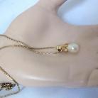 Henkel Grosse Germany vintage gold plated designer collier met faux parel hanger.